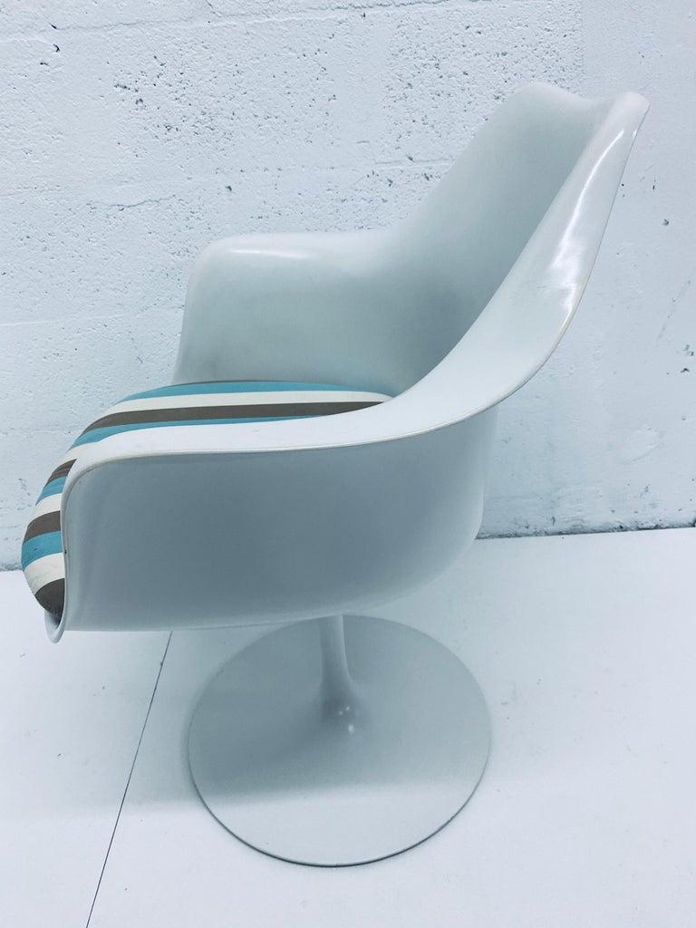 "Pair of Eero Saarinen ""Tulip"" Swivel Arm Chairs for Knoll, 1950s For Sale 6"