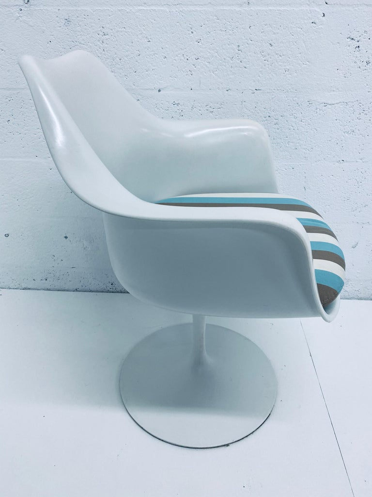 """Pair of Eero Saarinen """"Tulip"""" Swivel Arm Chairs for Knoll, 1950s In Good Condition For Sale In Miami, FL"""