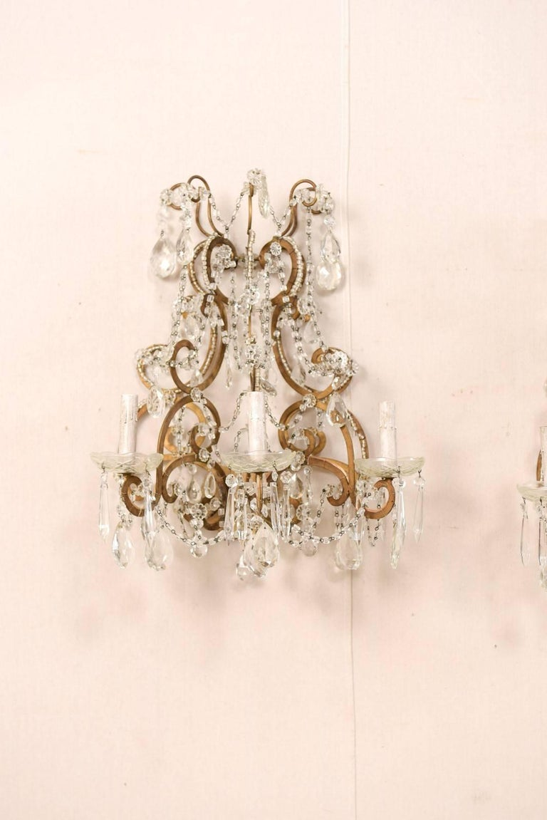 Beaded Pair of Elegant Italian Crystal and Gilded Metal Sconces, Mid-20th Century For Sale
