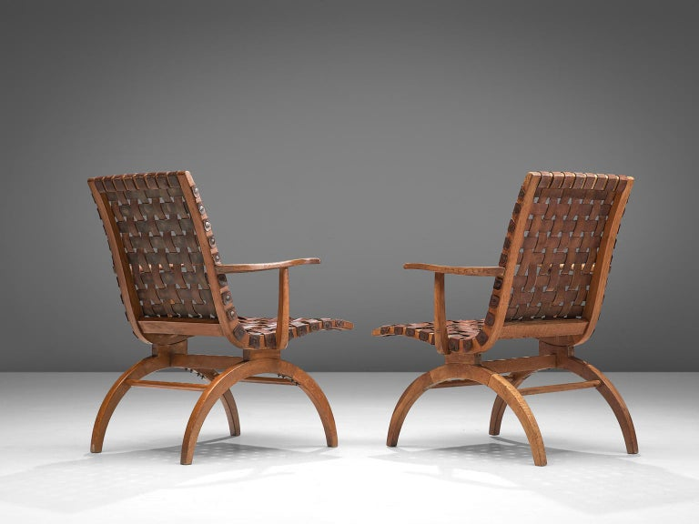 Pair of Elegant Spanish Armchairs in Patinated Woven Leather  In Good Condition For Sale In Waalwijk, NL