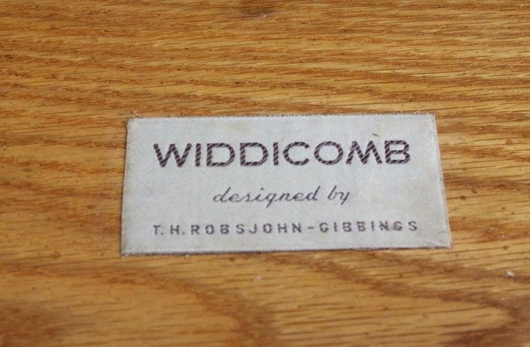 American Pair of Elegant T.H. Robsjohn-Gibbings Nightstands with 24K Gold Porcelain Knobs For Sale