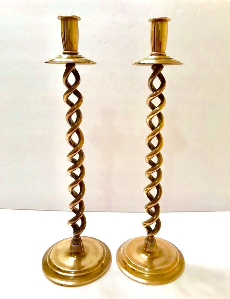 British Pair of Elegant Victorian Candleholders in Braided Brass Metal For Sale