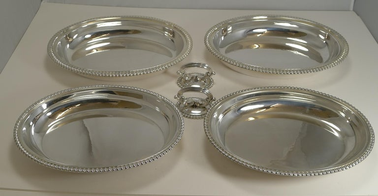 Pair of Elkington Silver Plated Entree/Serving Dishes, 1884 In Good Condition For Sale In London, GB