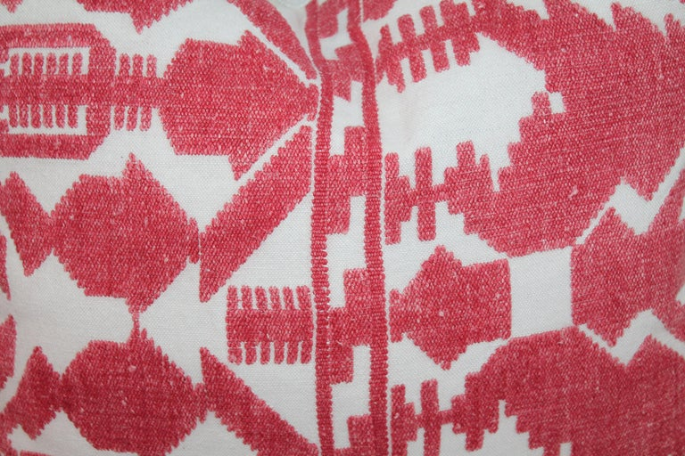Pair of Embroidered Linen Tribal Pillows In Good Condition For Sale In Los Angeles, CA