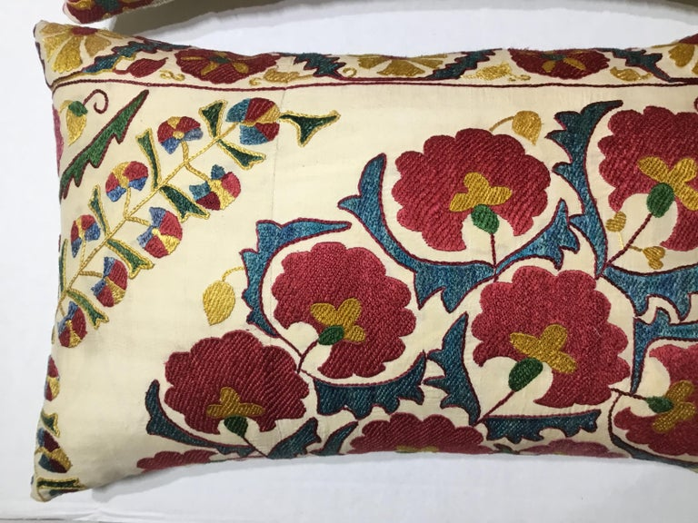 Pair of Embroidery Suzani Pillows In Good Condition For Sale In Delray Beach, FL