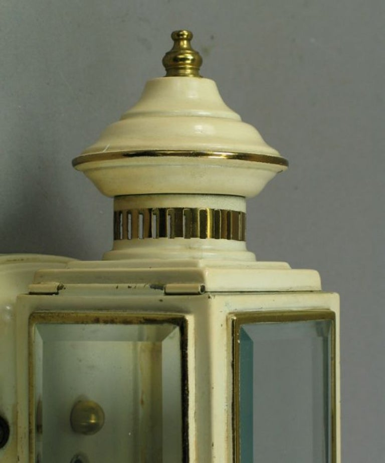 Pair of Enameled Carriage Sconces In Good Condition For Sale In Douglas Manor, NY