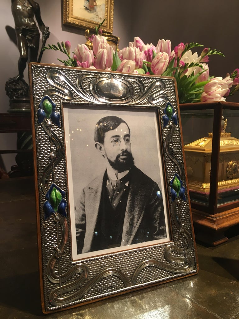 Pair of English 20th Century Art Nouveau Silver and Enamel Photograph Frames In Excellent Condition For Sale In London, GB
