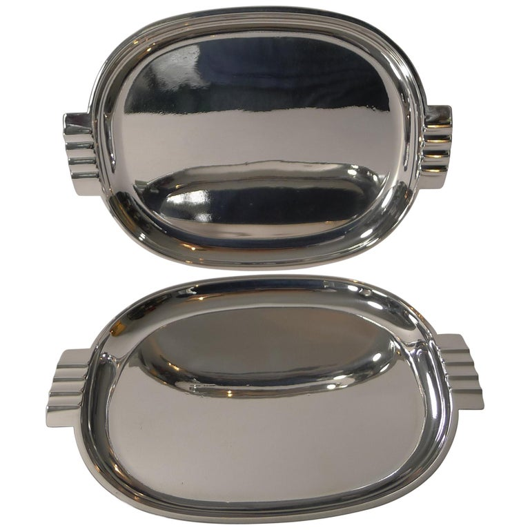 Pair of English Art Deco Silver Plated Serving / Cocktail Trays, circa 1940 For Sale