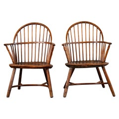 Pair of English Bow Back Windsor Chairs