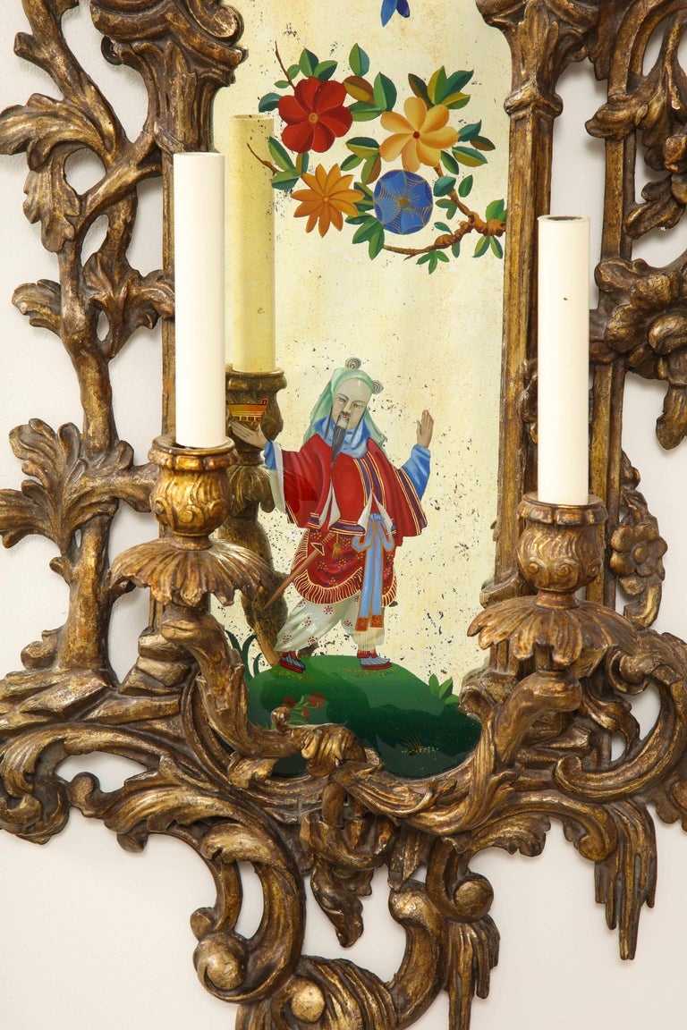 Pair of English Chinoiserie Painted Reverse on Glass Giltwood Mirrored Sconces For Sale 6