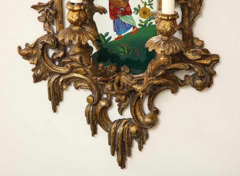 Pair of English Chinoiserie Painted Reverse on Glass Giltwood Mirrored Sconces For Sale 11