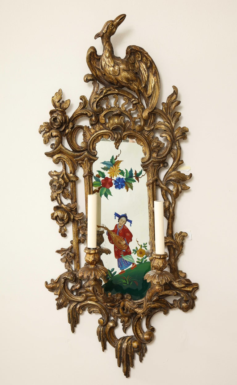 Pair of English Chinoiserie Painted Reverse on Glass Giltwood Mirrored Sconces In Good Condition For Sale In New York, NY