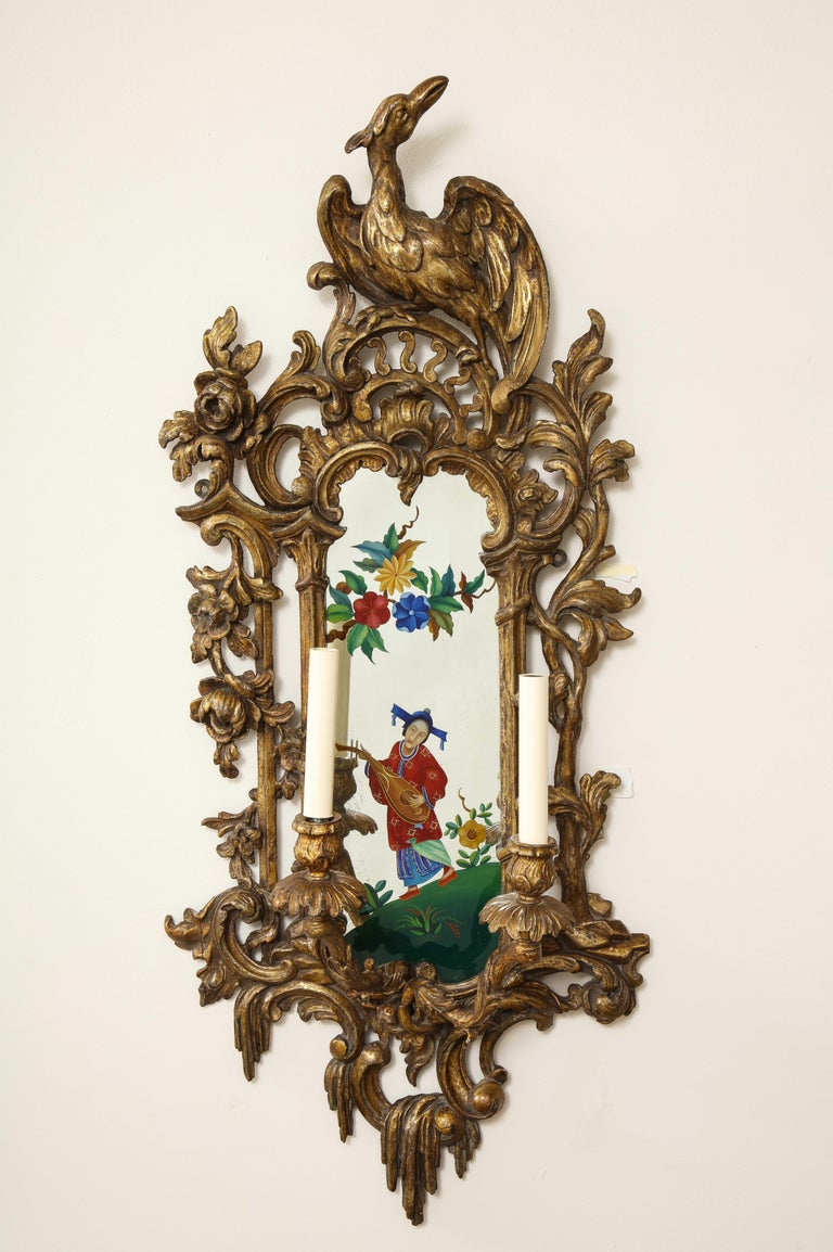 19th Century Pair of English Chinoiserie Painted Reverse on Glass Giltwood Mirrored Sconces For Sale