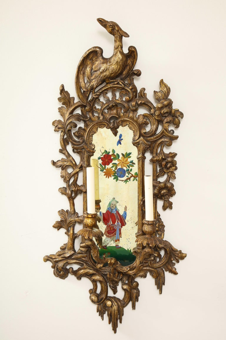 Pair of English Chinoiserie Painted Reverse on Glass Giltwood Mirrored Sconces For Sale 1