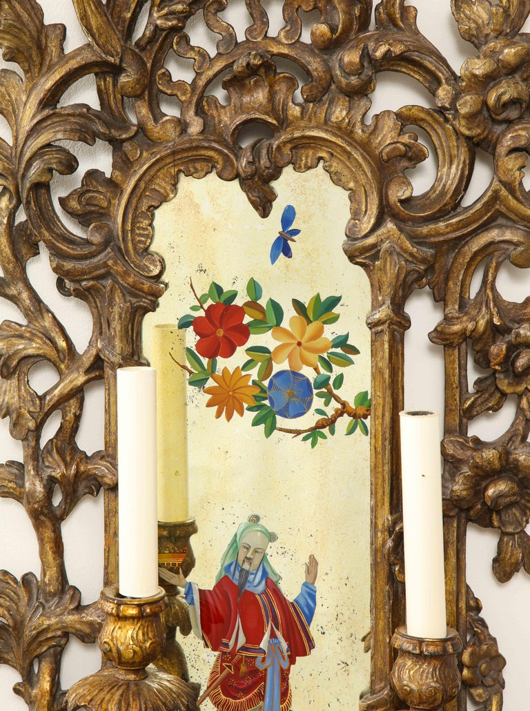 Pair of English Chinoiserie Painted Reverse on Glass Giltwood Mirrored Sconces For Sale 2