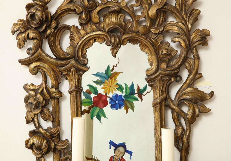 Pair of English Chinoiserie Painted Reverse on Glass Giltwood Mirrored Sconces For Sale 3