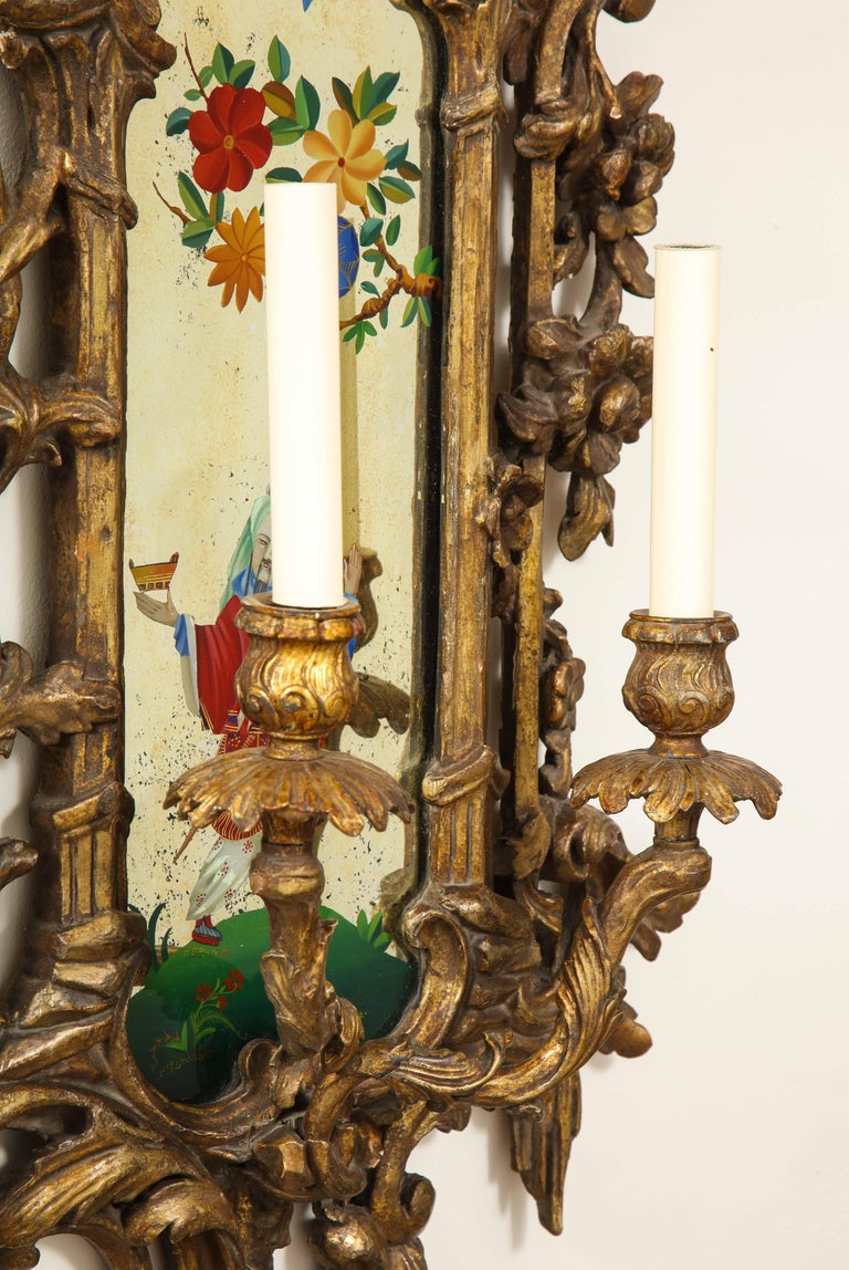 Pair of English Chinoiserie Painted Reverse on Glass Giltwood Mirrored Sconces For Sale 4