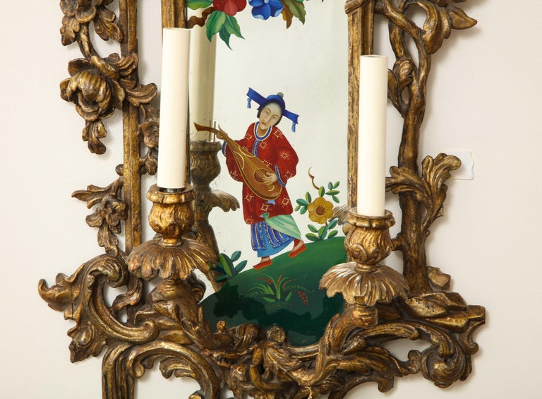 Pair of English Chinoiserie Painted Reverse on Glass Giltwood Mirrored Sconces For Sale 5