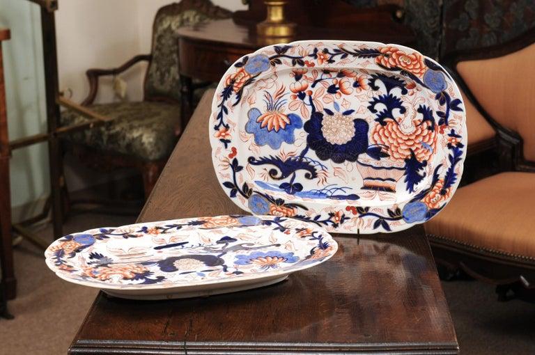 Pair of English Coalport Platters, circa 1840 For Sale 2