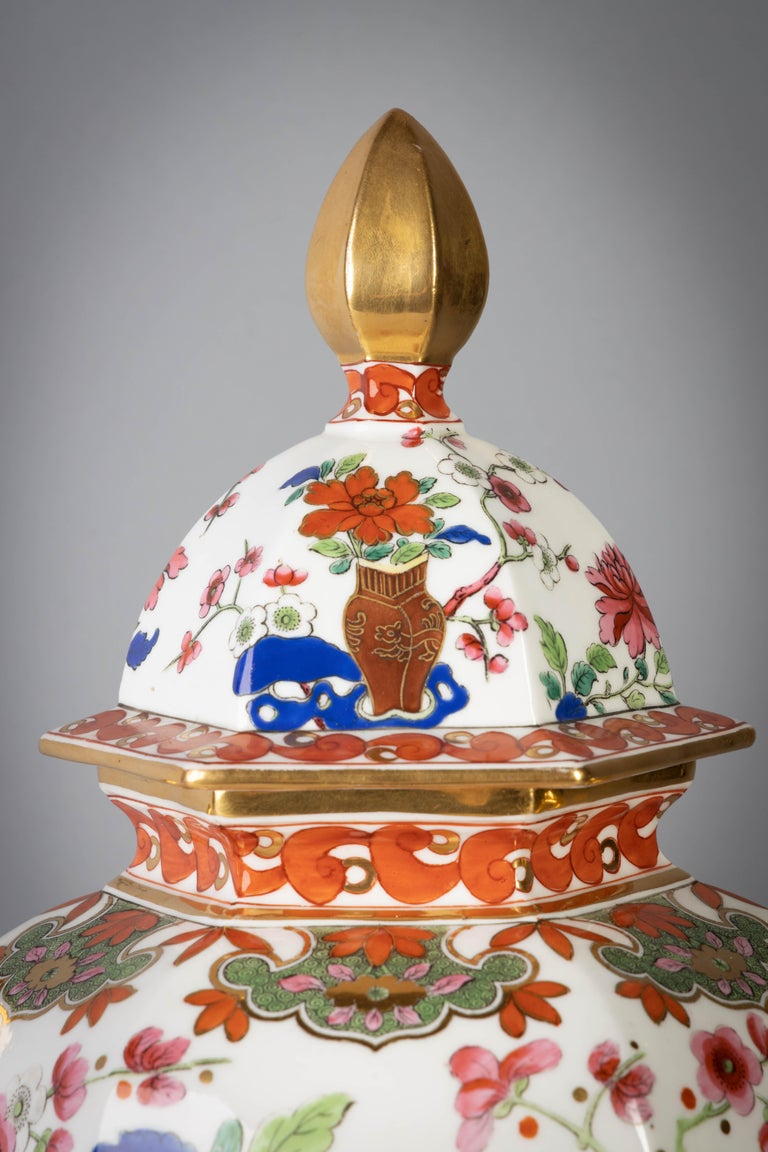 Early 19th Century Pair of English Ironstone Imari Hexagonal Covered Vases, circa 1815 For Sale