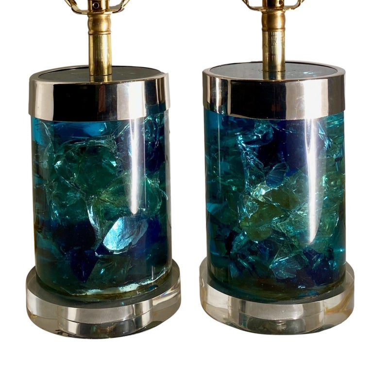 Pair of English Midcentury Blue Lucite Lamps In Good Condition For Sale In New York, NY