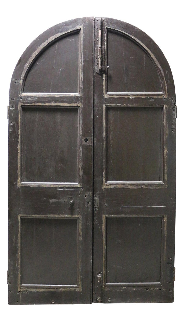 Pair of English Oak Arched Double Exterior Doors In Fair Condition For Sale In Wormelow, Herefordshire