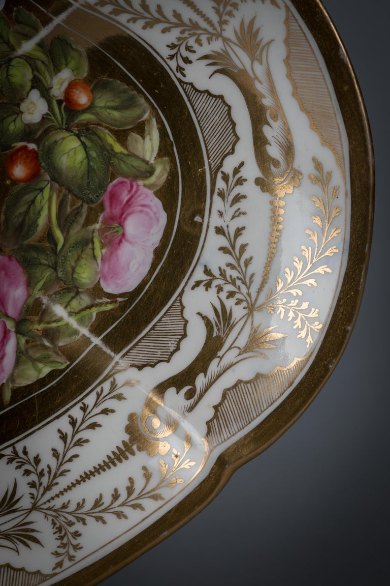 Early 19th Century Pair of English Porcelain Dishes, Coalport, circa 1820 For Sale