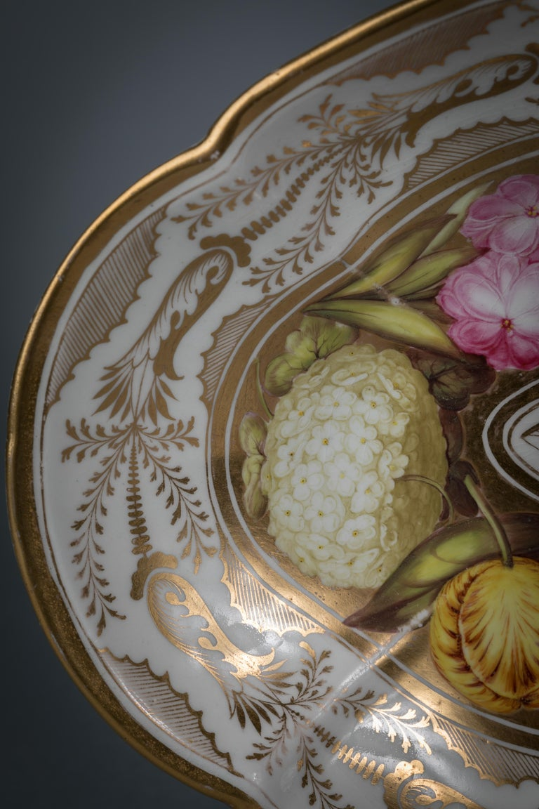 Pair of English Porcelain Dishes, Coalport, circa 1820 For Sale 2