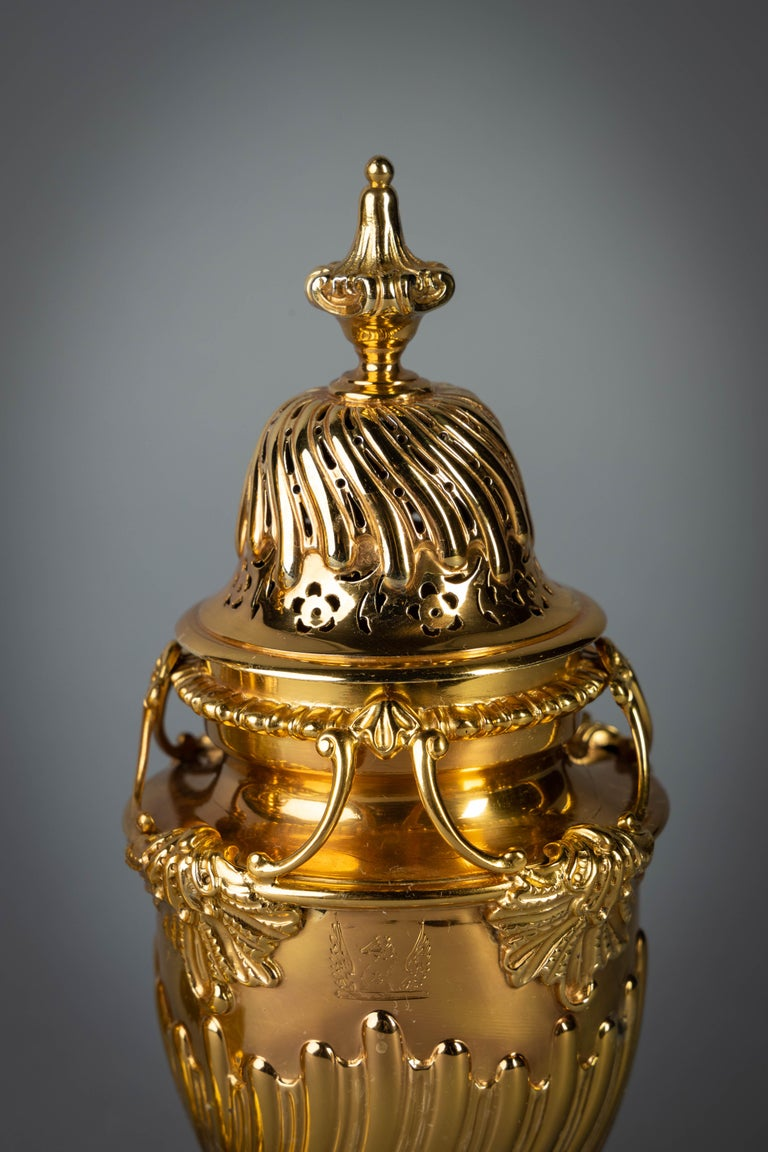 Pair of English Silver-Gilt Sugar Casters In Good Condition For Sale In New York, NY