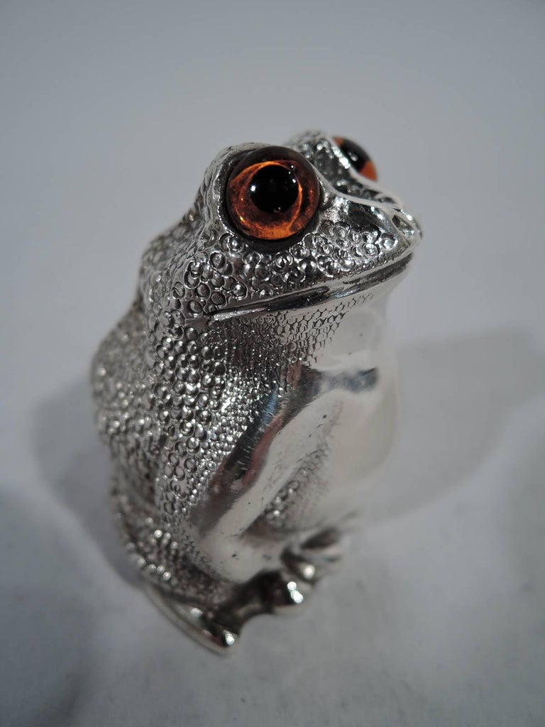 Modern Pair of English Sterling Silver Novelty Frog Salt and Pepper Shakers For Sale