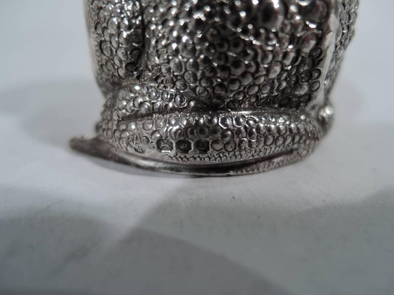 Pair of English Sterling Silver Novelty Frog Salt and Pepper Shakers For Sale 1