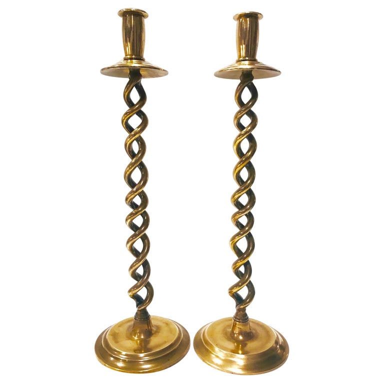 Pair of English Victorian Brass Spiral Candlesticks, Early 20th Century For Sale