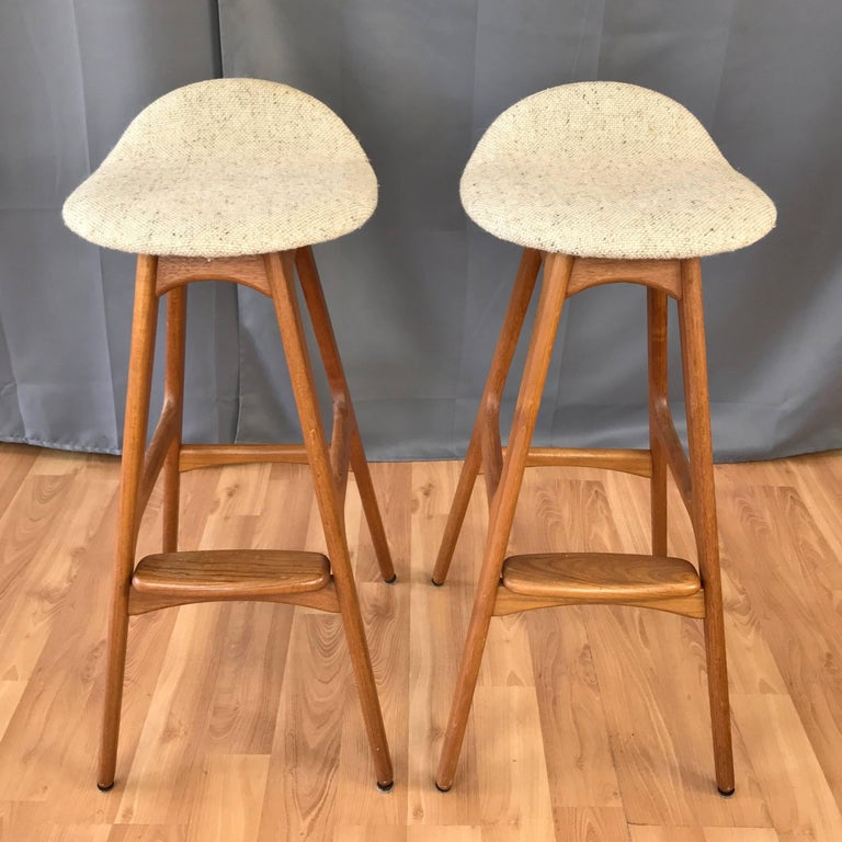 Elegant How to Reupholster A Bar Stool
