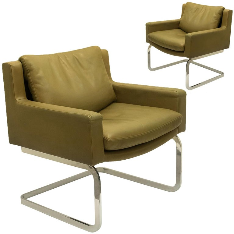 Mid-Century Modern Pair of Executive Armchairs and Hocker by Robert Haussmann for the Sede For Sale