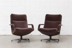 Pair of F154 Geoffrey Harcourt Swivel Lounge Chair