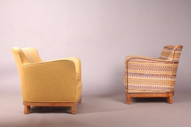Pair of fabric armchairs, one of the two armchairs is a little soft, maybe we should change the springs.