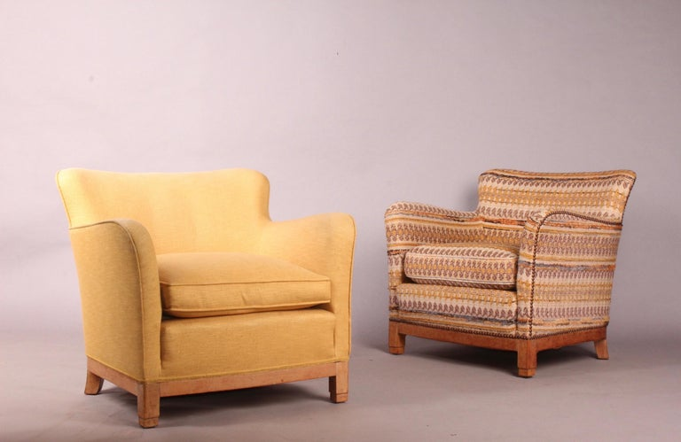Mid-20th Century Pair of Fabric Armchairs For Sale