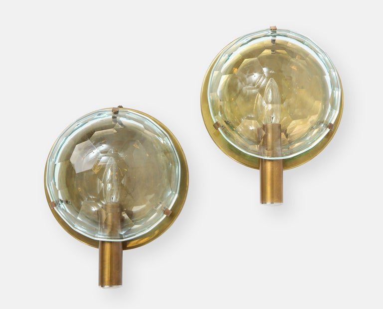 Mid-Century Modern Rare Pair of Faceted Crystal and Brass Sconces, Italy, 1950s For Sale