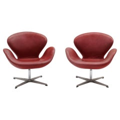 Pair of Faded Red Leather Swan Chairs by Arne Jacobsen for Fritz Hansen