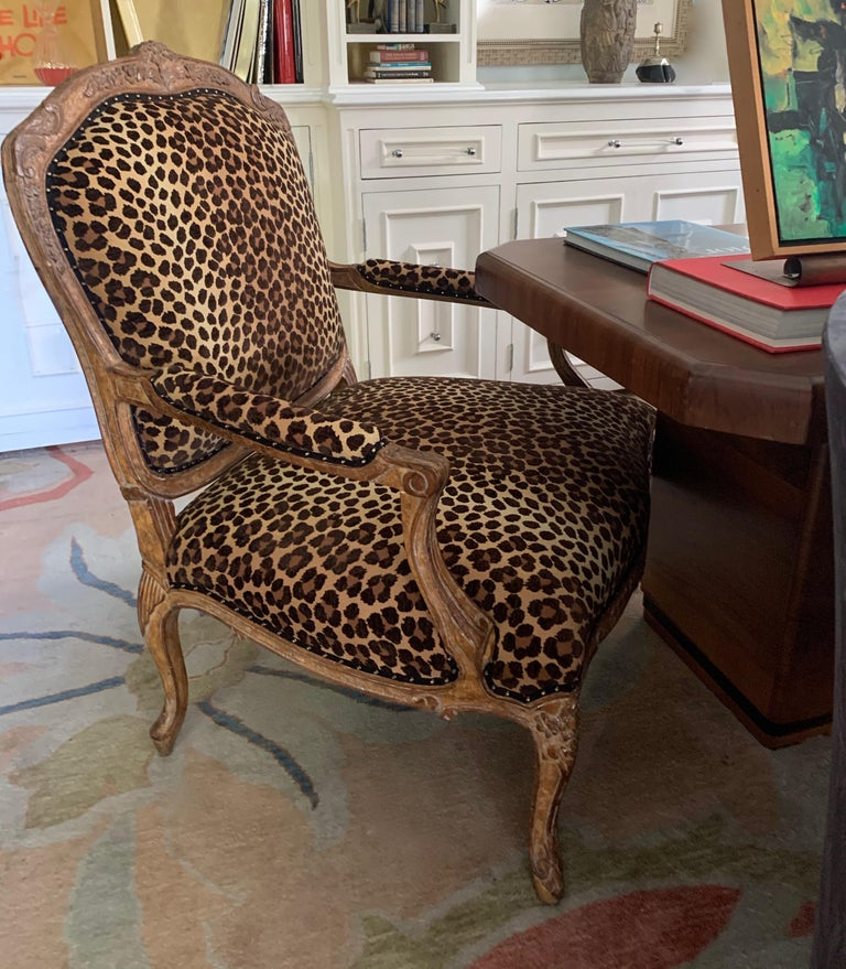 Pair of Fauteuils a La Reine In Good Condition For Sale In Los Angeles, CA