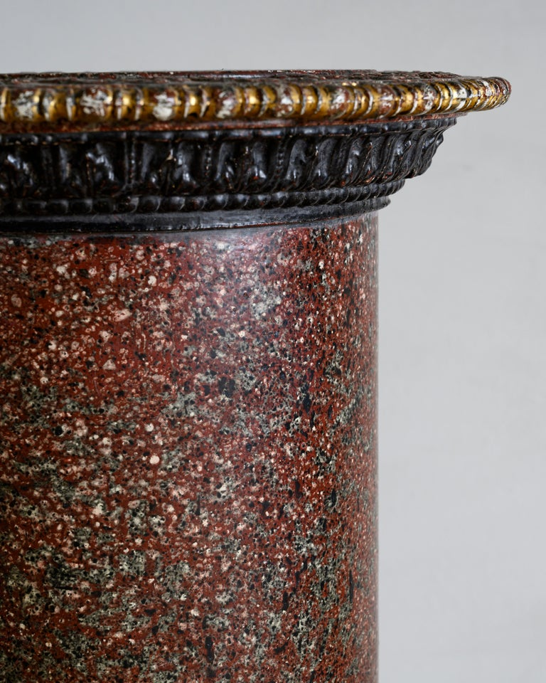 Pair of Faux Porphyry and Parcel-Gilt Pedestals In Good Condition For Sale In Helsingborg, SE