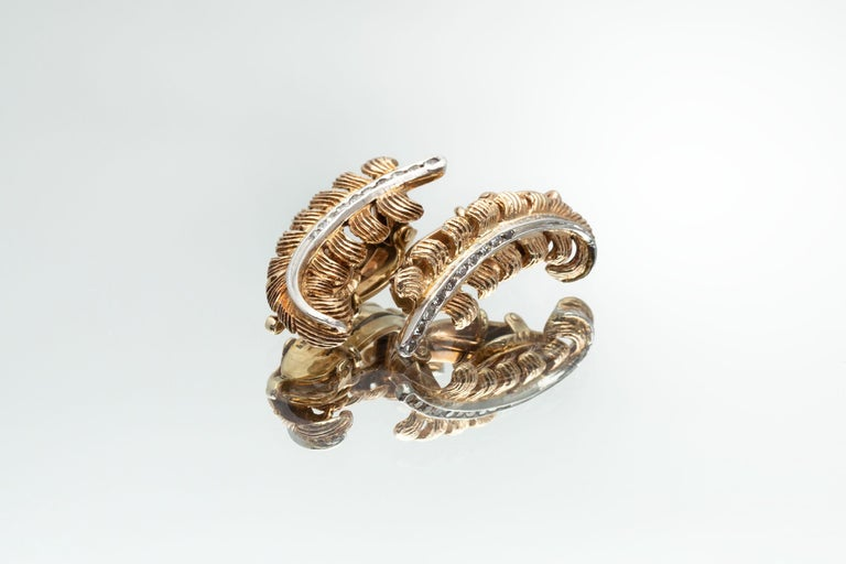 Women's Pair of Feather Motif Yellow Gold Ear-Clips with Diamonds, circa 1930-1940 For Sale