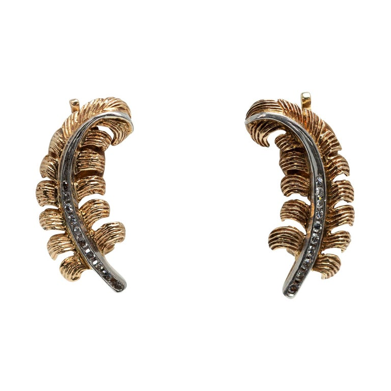 Pair of Feather Motif Yellow Gold Ear-Clips with Diamonds, circa 1930-1940 For Sale