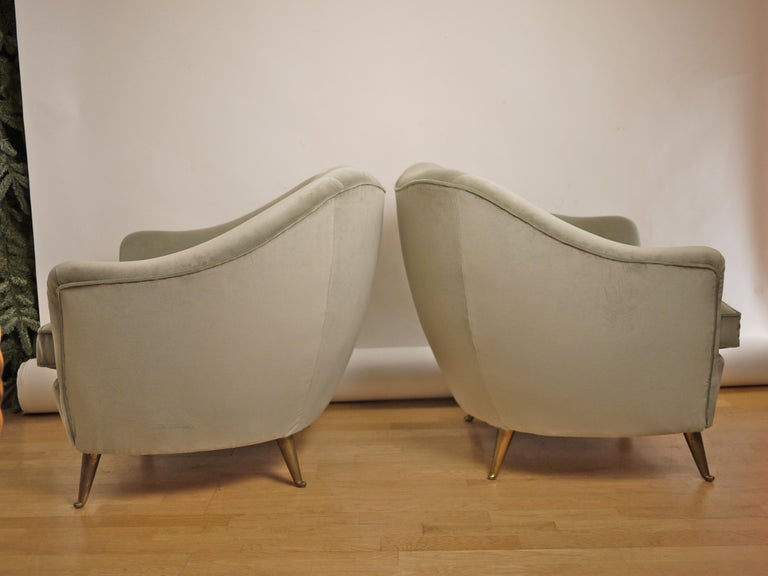 Mid-20th Century Pair of Federico Munari Mid-Century Modern Gray Velvet Armchairs for Isa For Sale
