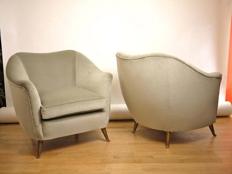 Pair of Federico Munari Mid-Century Modern Gray Velvet Armchairs for Isa For Sale 2