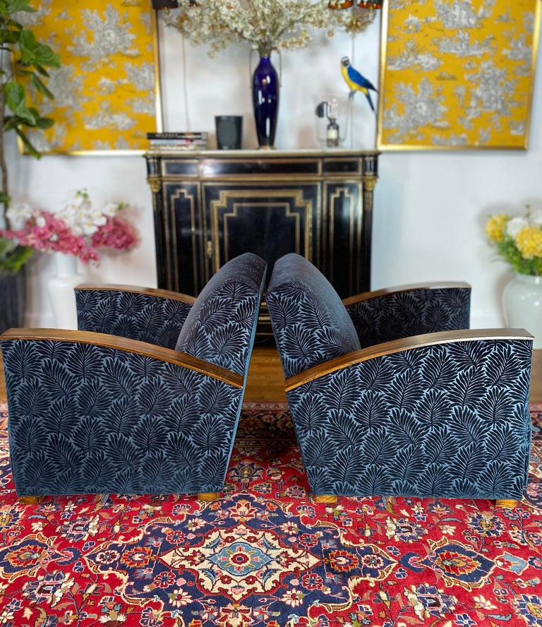 Pair of Fench Art Deco Club Chairs, Blue Velvet Nobilis, France, circa 1930s In Excellent Condition For Sale In Brooklyn, NY