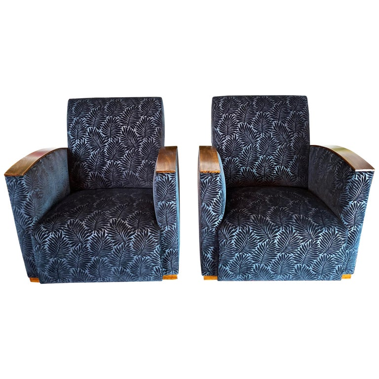 Pair of Fench Art Deco Club Chairs, Blue Velvet Nobilis, France, circa 1930s For Sale