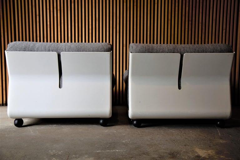 Mid-Century Modern Pair of Fiberglass Amanta Chairs designed by Mario Bellini for B&B Italia For Sale