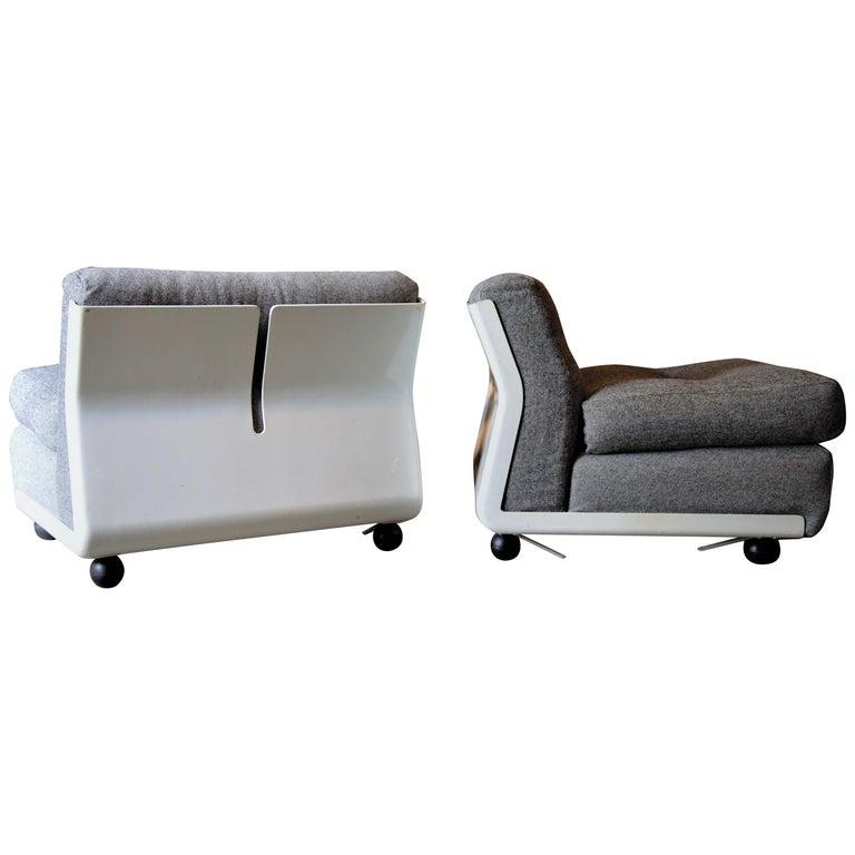 Pair of Fiberglass Amanta Chairs designed by Mario Bellini for B&B Italia For Sale