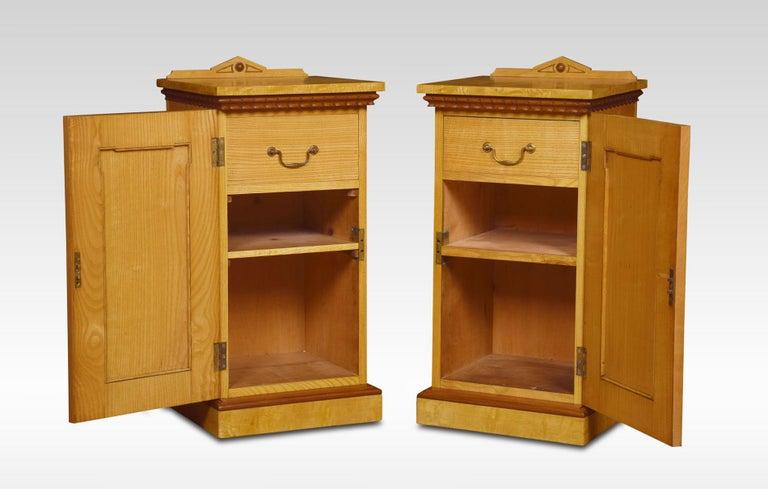 British Pair of Figured Ash Bedside Cabinets For Sale